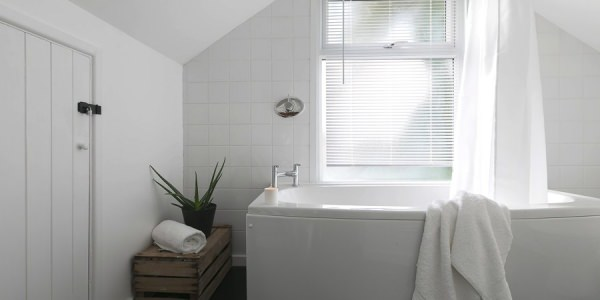 Luxury-cottage-st-ives-stones-reef-bathroom-00