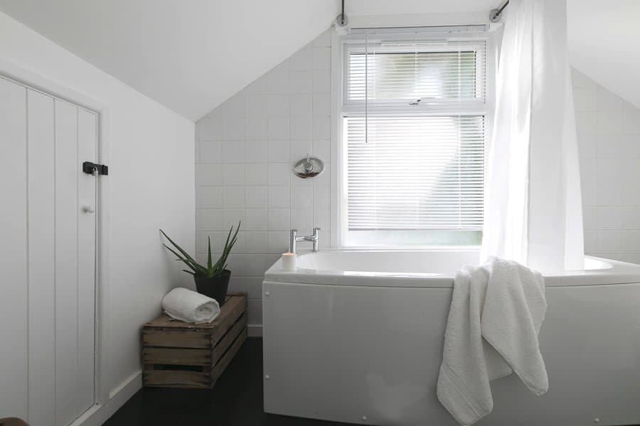 Luxury-cottage-st-ives-stones-reef-bathroom