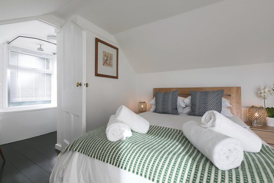 Luxury-cottage-st-ives-stones-reef-bedroom