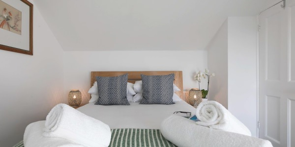 Luxury-cottage-st-ives-stones-reef-bedroom-02
