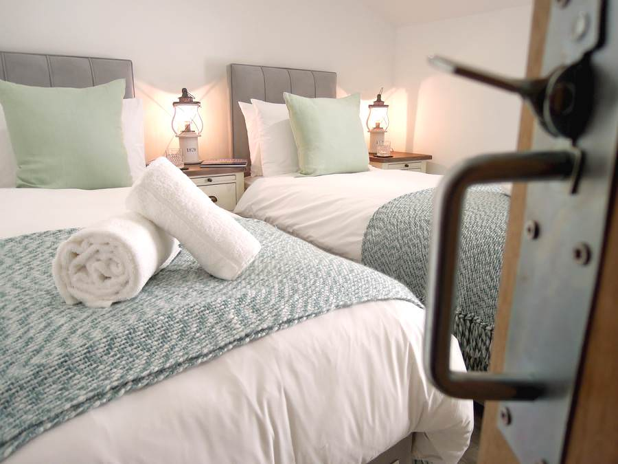self-catering-st-ives-cottages-cornwall-twin-bedrooms